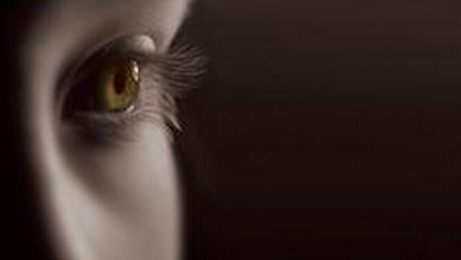 小孩左右两只眼睛大小不一样?跟遗传有关系吗?